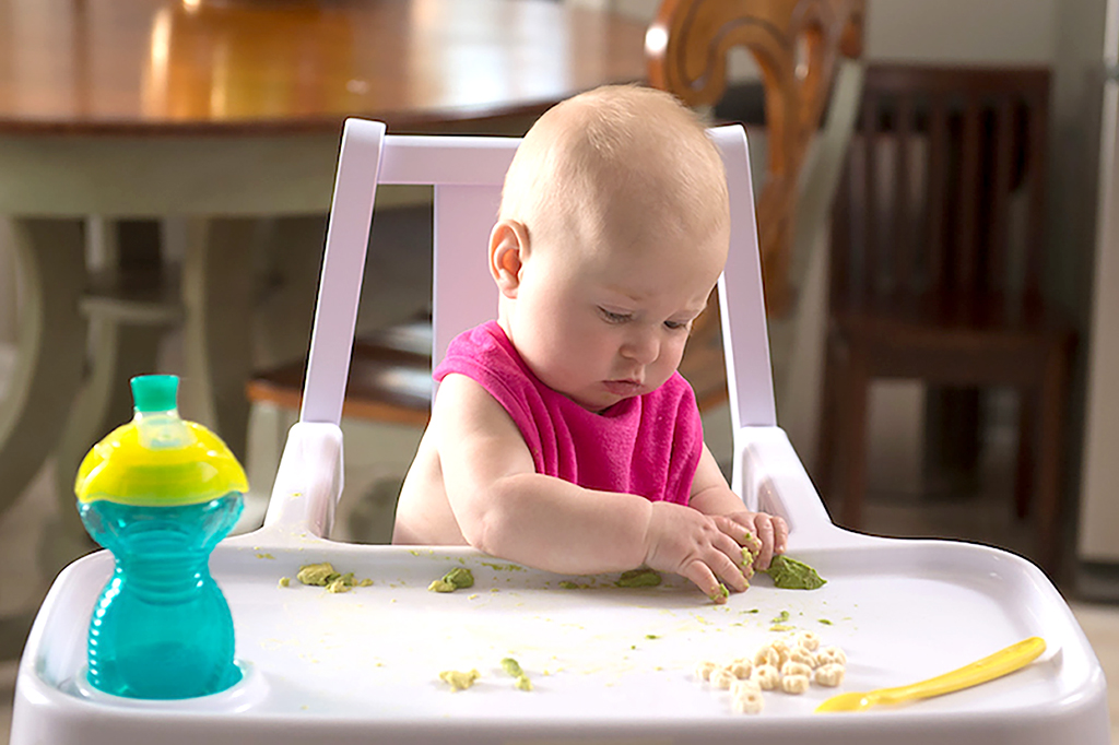 5 Signs To Look For Before Your Baby Is Ready For Solid Foods